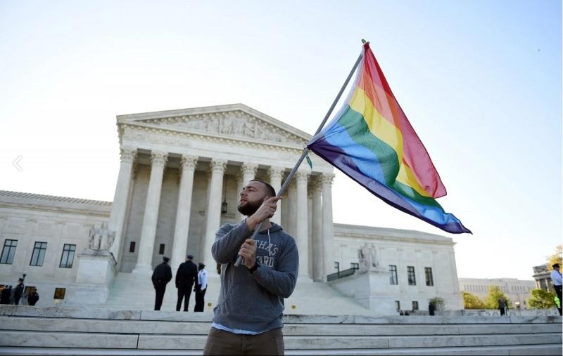 Ciudadano en las afueras de la Corte Suprema de EE.UU el martes pasado (Court Astrid Riecken, The Washington Post).