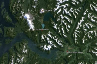 Figura 3: Ubicación relativas de la central respecto de Puerto Aysén y el Volcán Macá-Cay